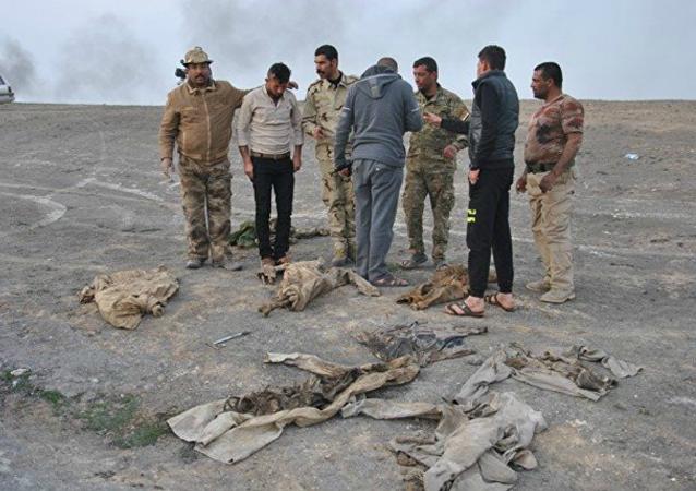 La apertura de una fosa común en Mosul