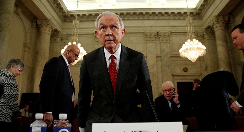 Republicanos y demócratas piden la renuncia del secretario de Justicia, Jeff Sessions
