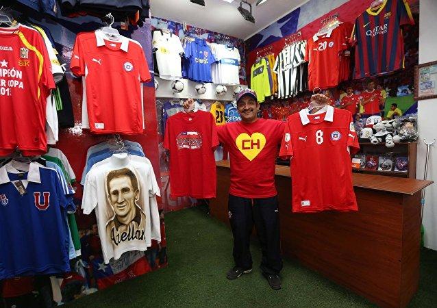 El Chapulín en su tienda de Santiago de Chile