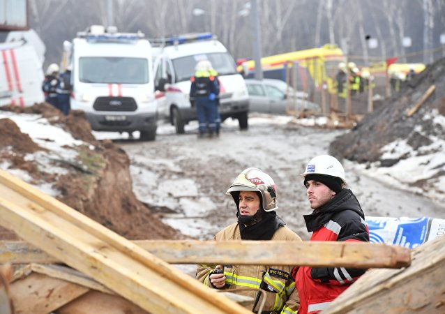 Lugar del derrumbe de un túnel en Moscú