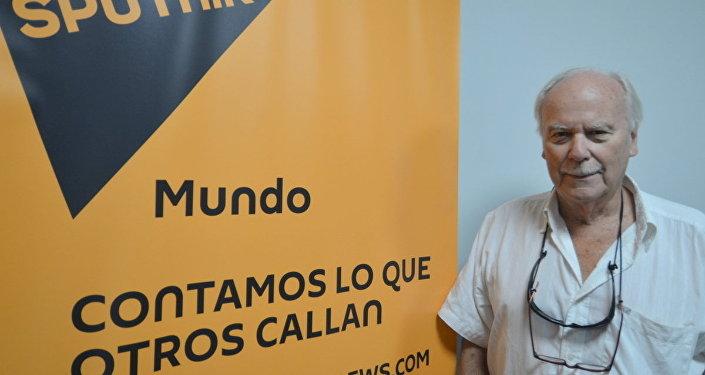 Sasha Tolstói, nieto del gran escritor ruso, visita la redacción de Sputnik en Montevideo
