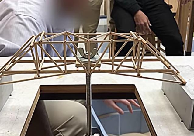 Un modelo de puente sometido a prueba extrema