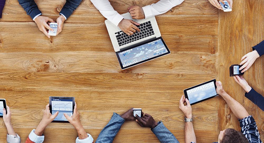 Trabajando en Internet (ilustración)