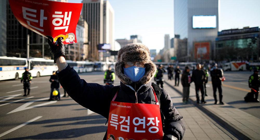 Un hombre protesta contra Park Geun-hye, ex presidente de Corea del Sur