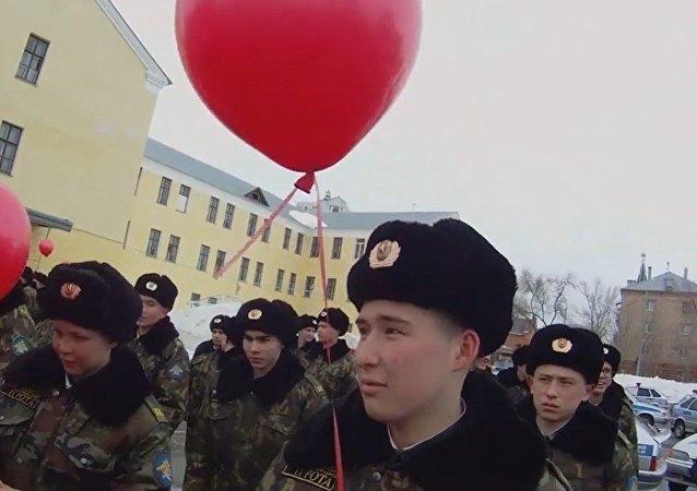 La inusual felicitación de la Policía rusa a las mujeres en su día
