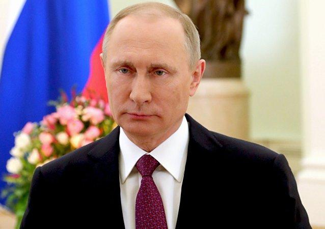 Vladímir Putin felicita a las mujeres en su día