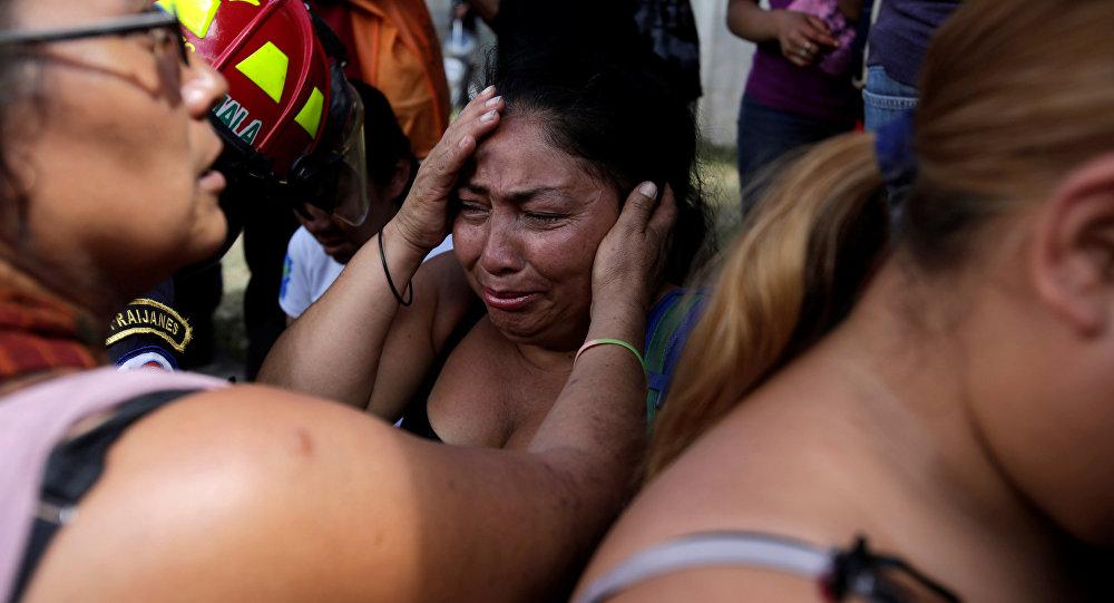 Familiares de las víctimas del incendio en la casa hogar en Guatemala