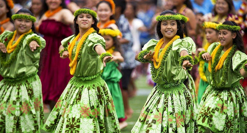 Mujeres bailan en Hawái