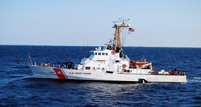 Un barco patrullero estadounidense clase Island (archivo)