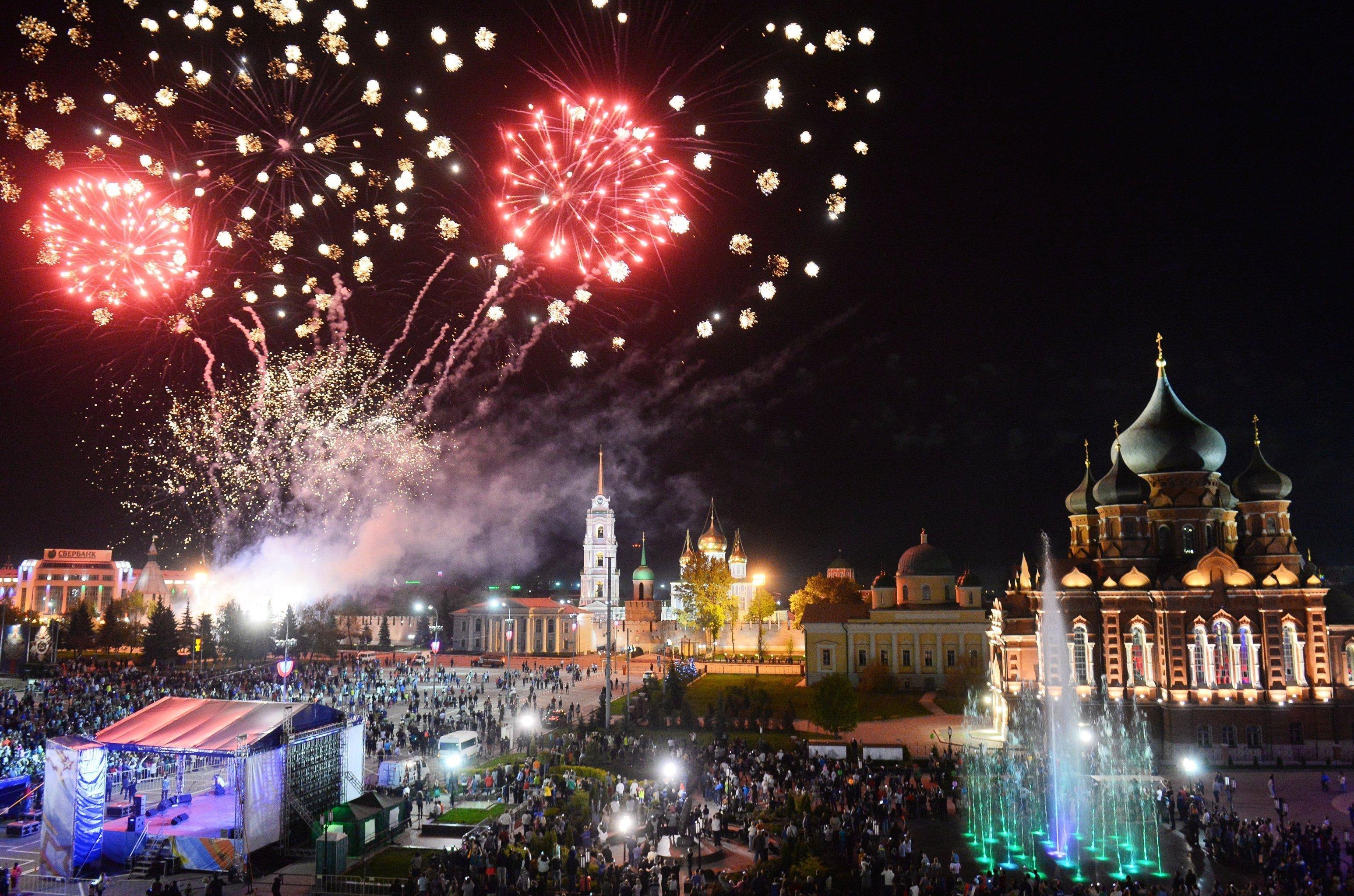Fuegos artificiales en Tula con motivo del Día de la Victoria en la Gran Guerra Patria en 2016