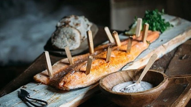 Salmón ahumado, plato tradicional de los pueblos escandinavos