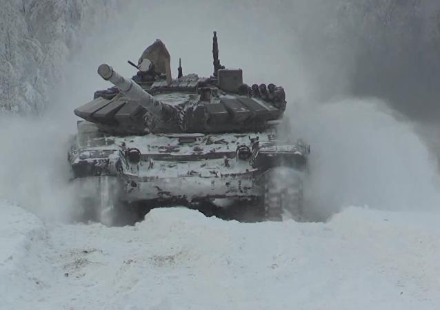 Calentando motores: la Flota del Norte de Rusia se prepara para biatlón de tanques