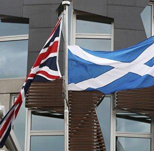 Banderas de Reino Unido e Escocia