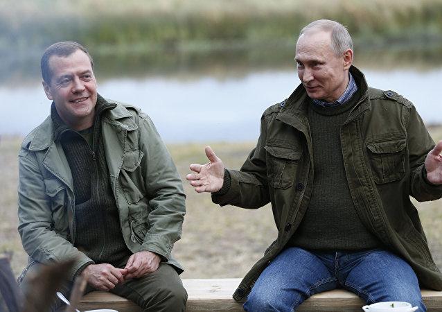 El primer ministro ruso Dmitri Medvédev y el presidente ruso Vladímir Putin