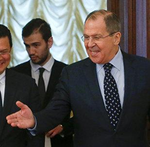 Hugo Martínez, ministro de Asuntos Exteriores de El Salvador, y su homólogo ruso, Serguéi Lavrov