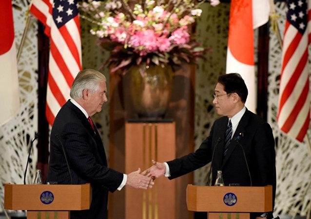 Secretario de Estado de EEUU, Rex Tillerson, y ministro de Exteriores de Japón, Fumio Kishida