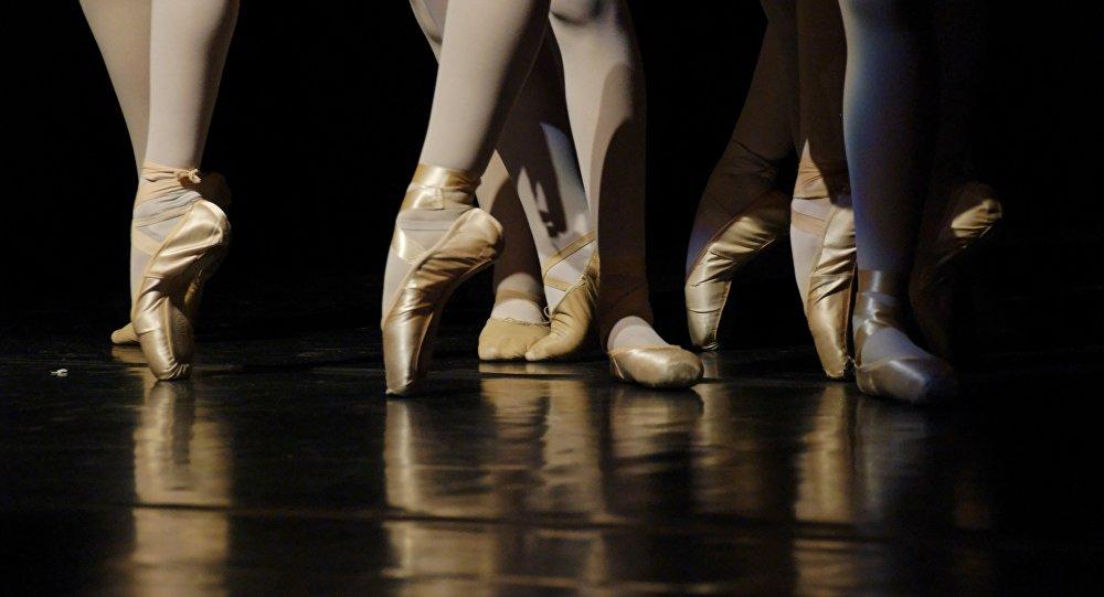 Pies de bailarinas de ballet (imagen referencial)
