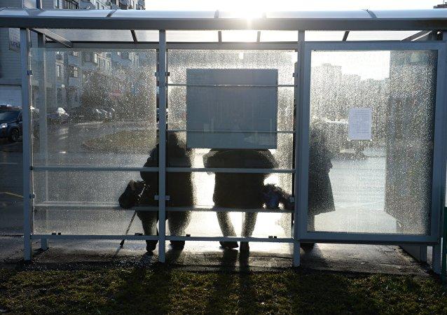 Una parada de autobuses
