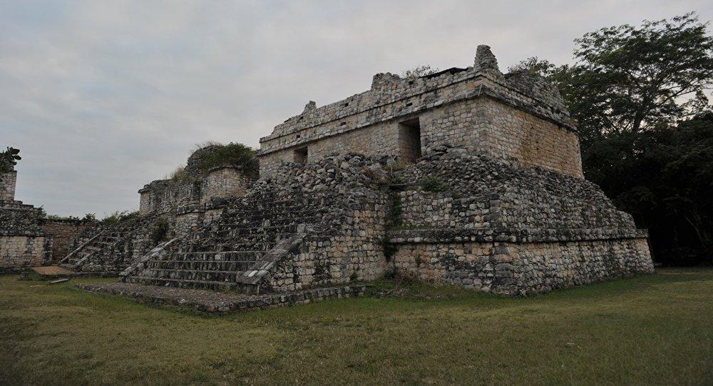 Pirámides maya (archivo)