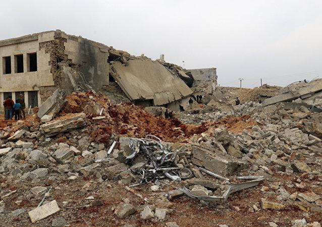 Lugar del bombardeo en Alepo