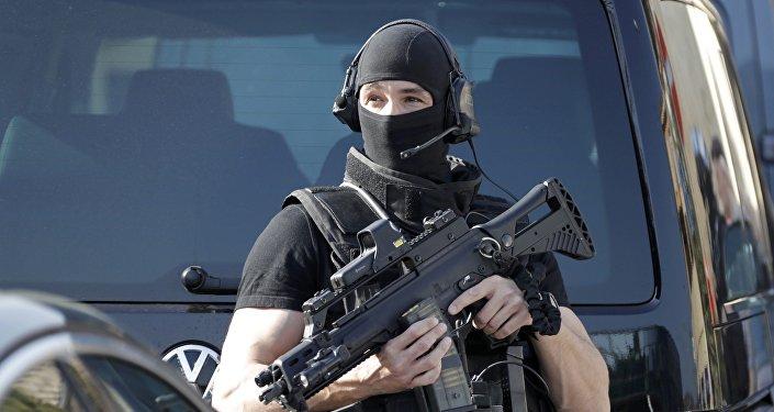 Un policía francés