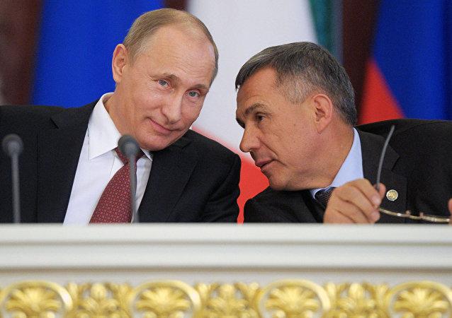 Vladímir Putin y Rustam Minnijánov (archivo)