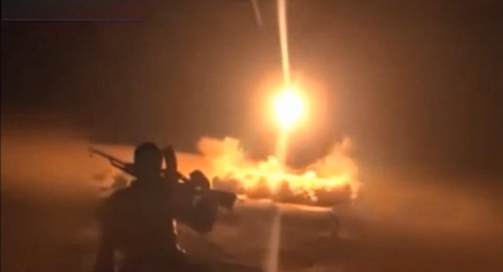 Supuesto lanzamiento por los hutíes del misil balístico Burkan-1 a la base aérea saudí Rey Fahd el 10 de octubre de 2016