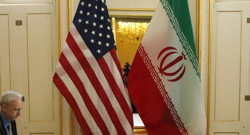 Secretario de Estado de EEUU, John Kerry, habla con ministro de Exteriores de Irán, Yavad Zarif