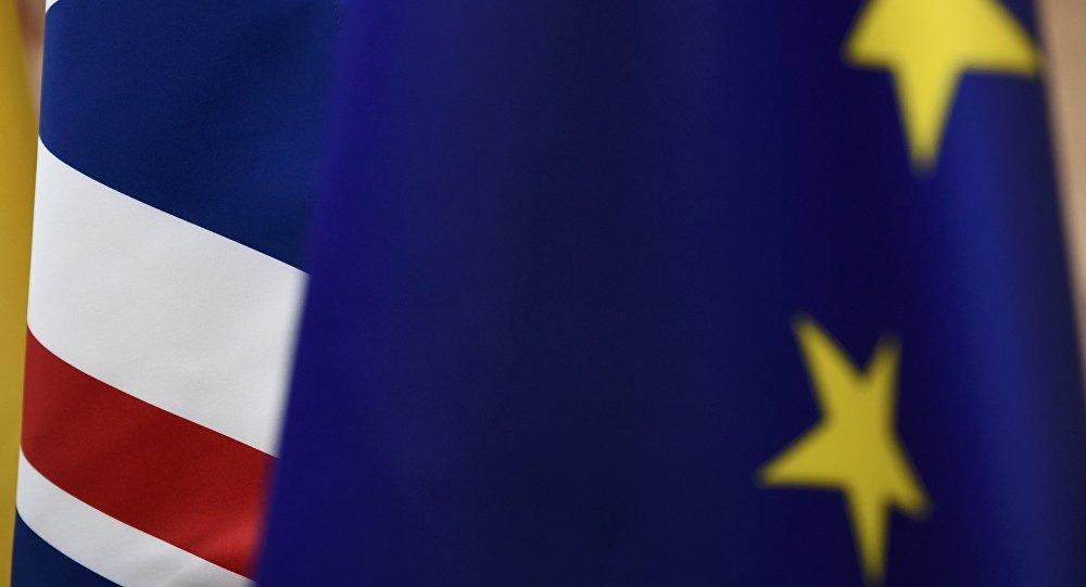 Las banderas del Reino Unido y la UE