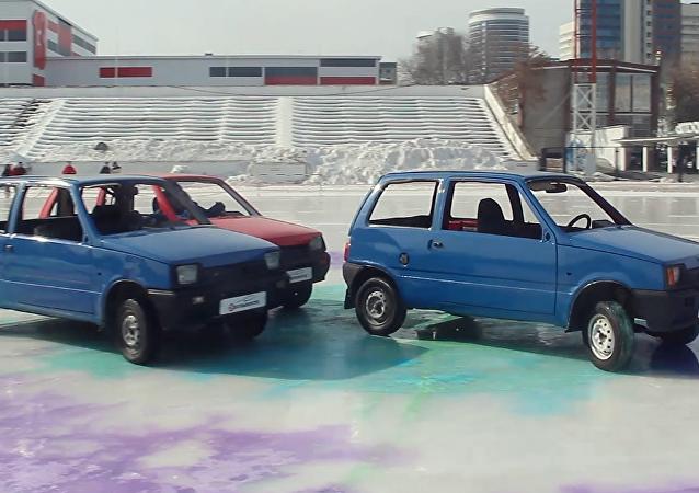 Primer campeonato de 'curling de autos' en Ekaterimburgo.