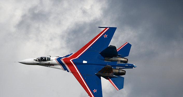 Los Rúskiye Vítiazi sobre un Su-27 (archivo)