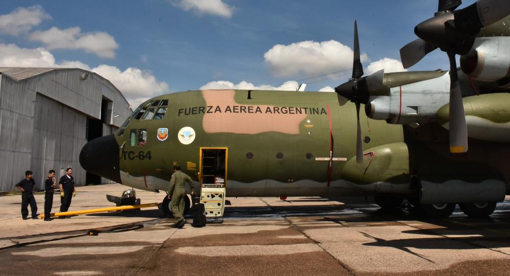 Un avión Hércules C-130 de la Fuerza Aérea Argentina con ayuda humanitaria para Perú