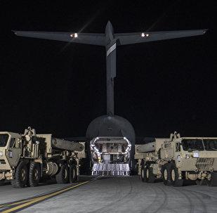 Los componentes del sistema antimisiles THAAD llegan a la base surcoreana de Osan (Archivo)