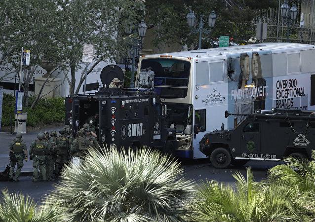 Policía de Las Vegas rodea autobús con atacante