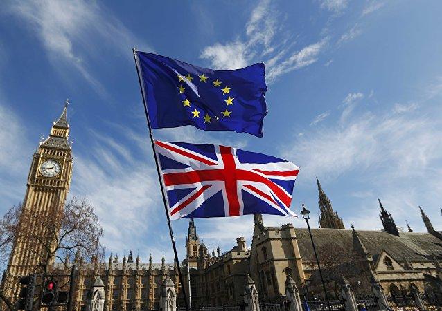 Banderas de la UE y del Reino Unido (archivo)