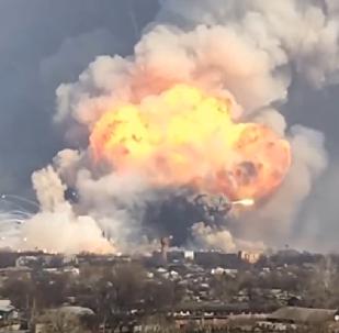 Misiles tácticos vuelan por los aires durante un incendio en Járkov