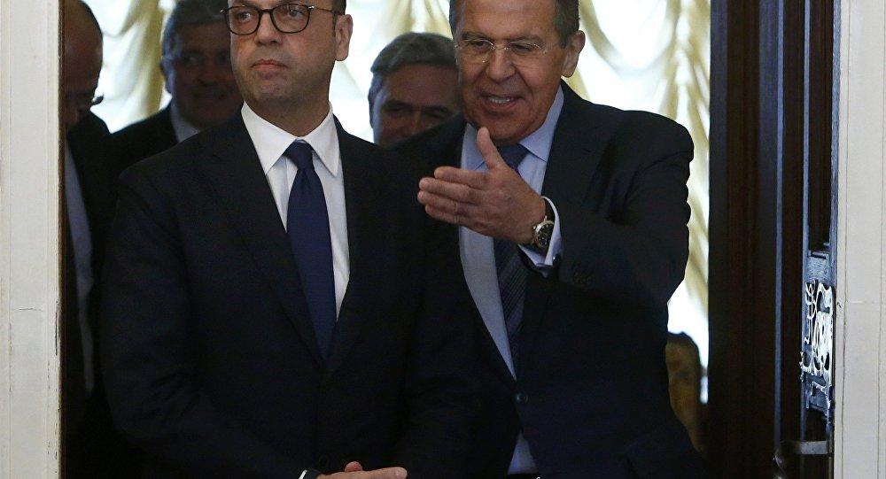 Serguéi Lavrov, ministro de Exteriores de Rusia con su homólogo italiano Angelino Alfano (Archivo)