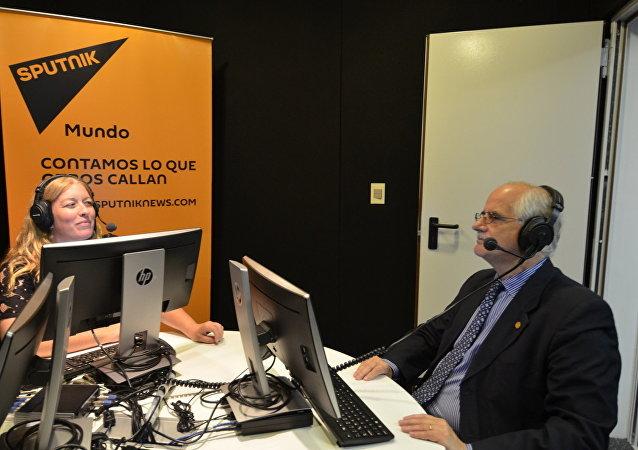 El excanciller argentino Jorge Taiana en entrevista con Sputnik, en los estudios de Uruguay