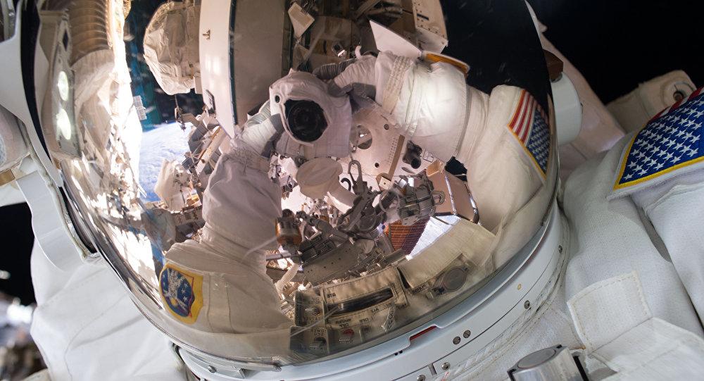 El astronauta Scott Kelly se hace un autofoto