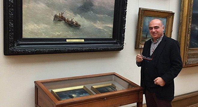 Bulent Ozukan, director de la exposición 'Estambul de Aivazovski'