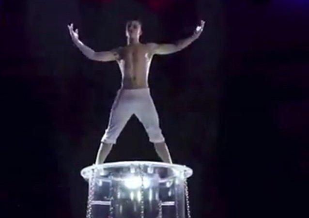 Vídeo: estudiante ruso repite con éxito el letal truco del mago Houdini