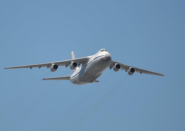 Avión de transporte ruso An-124