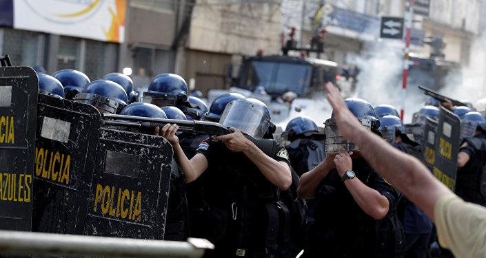 La policía durante las manifestaciónes en Paraguay