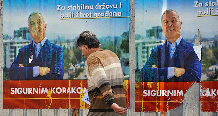 Cartel de la campaña electoral del primer ministro de Montenegro, Milo Dukanovic