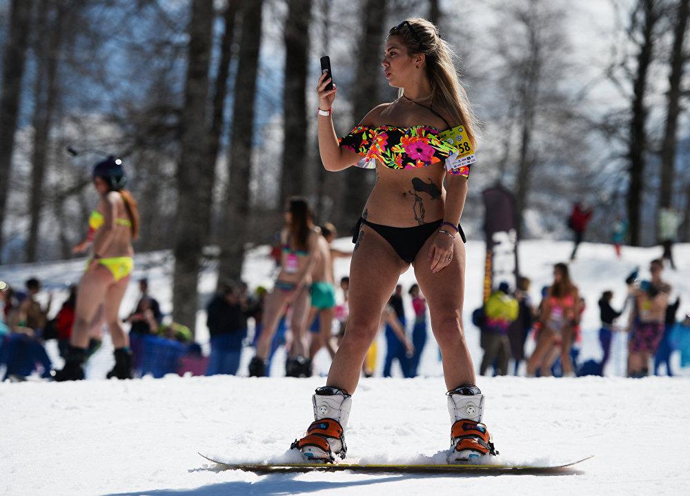 Carnaval alpino Boogel Woogel: sol, nieve y bikinis en las montañas de Sochi
