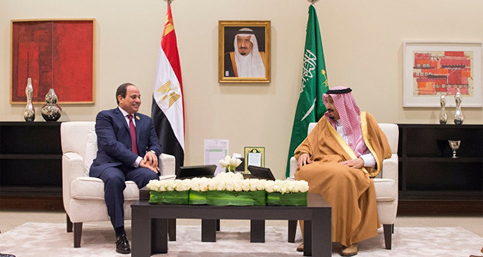 Abdelfatá al Sisi, presidente de Egipto y Salmán bin Abdulaziz, rey de Arabia Saudí (archivo)