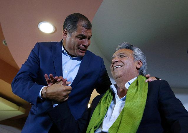 Expresidente de Ecuador, Rafael Correa, con el actual presidente, Lenin Moreno