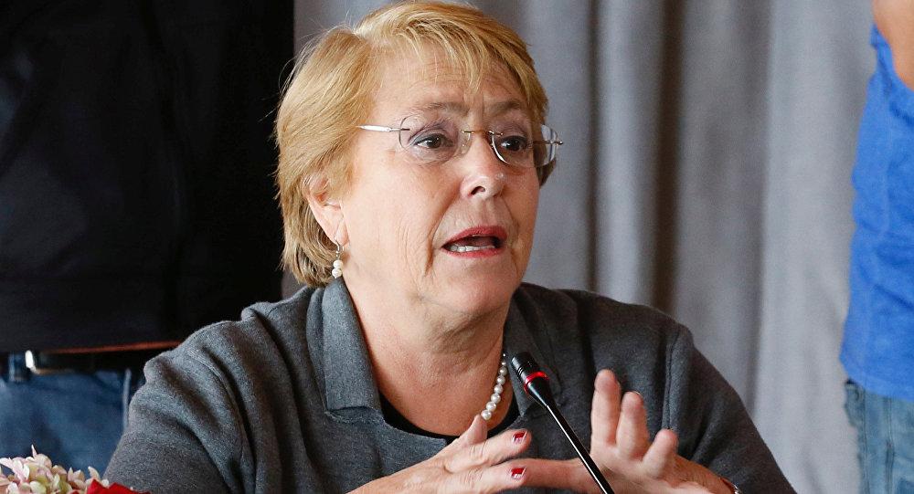Bachelet anuncia entrega gratuita de visa a menores de 18 años
