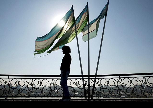 Las banderas de Uzbekistán
