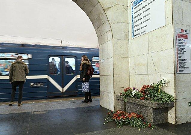Estación del metro Tejnologuícheski Institut en San Petersburgo al día siguiente de la explosión